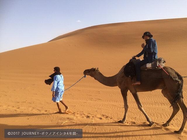 ラクダに乗るボク