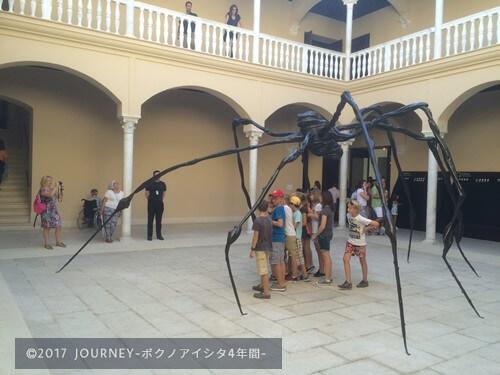 ピカソの作品蜘蛛のオブジェ