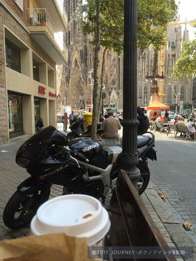 コーヒーとベーグルとサグラダファミリア
