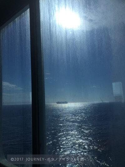 船から見える海
