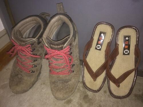 ブーツとサンダル
